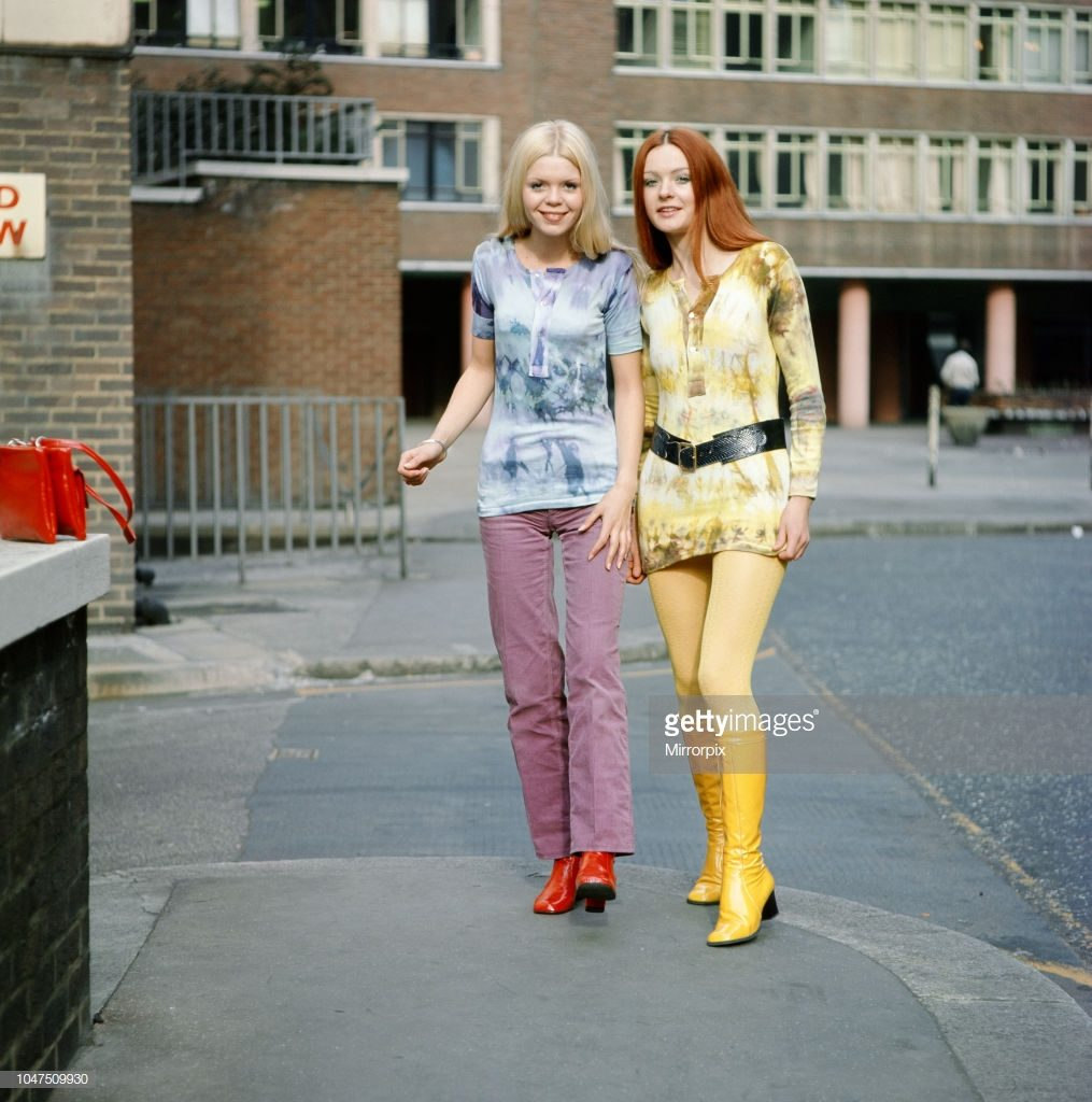 Tie-dye shirts worn by models, Jane (red hair) and Linda (blond hair). 3rd March 1970. (Photo by Doreen Spooner/Mirrorpix/Getty Images)